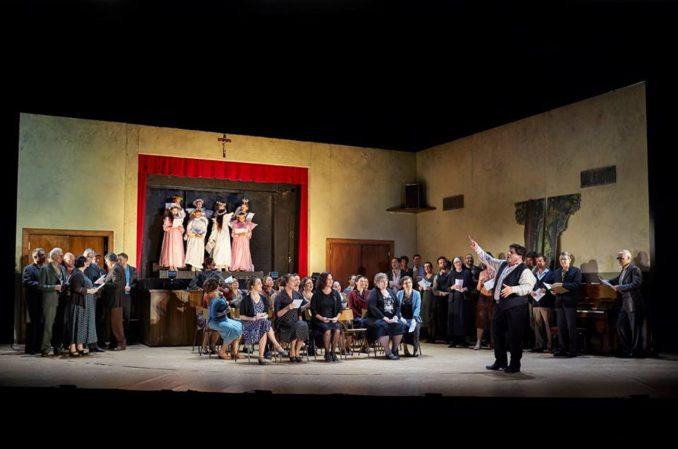 Diego Torre as Canio, the Opera Australia Children's Chorus and the Opera Australia Chorus in Opera Australia's production of Cavalleria Rusticana / Pagliacci.
