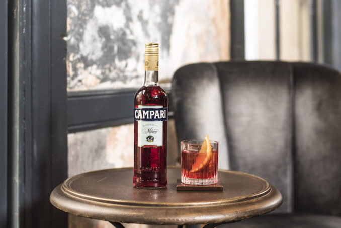 Campari Negroni THE F 1 on table