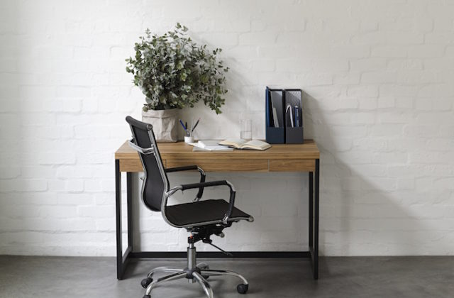 Tips declutter set up work space 2 desk plant