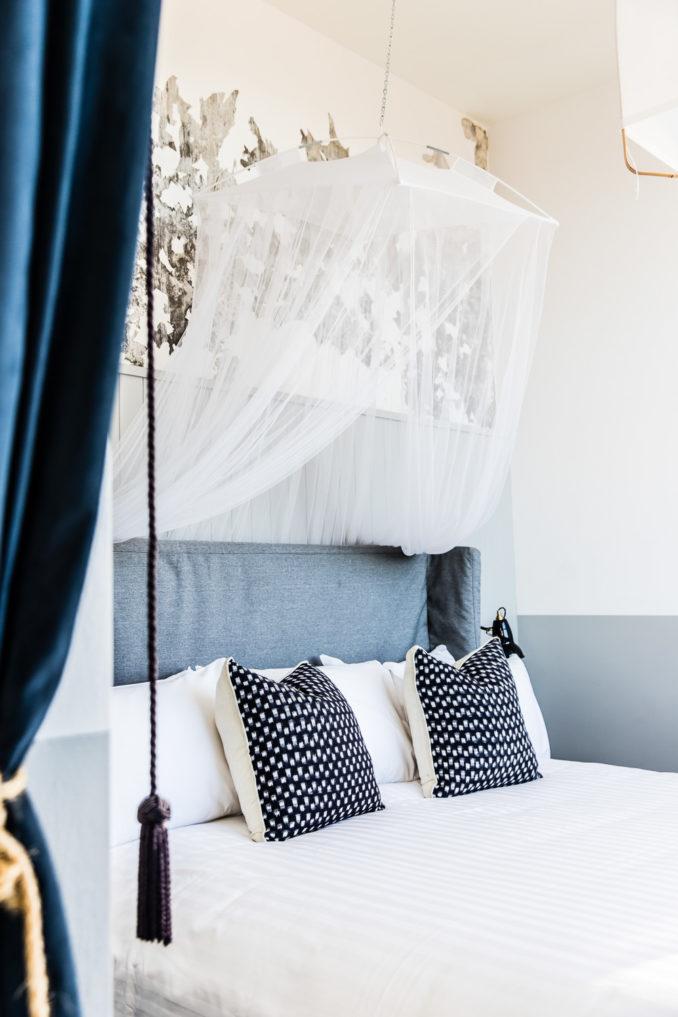 Henry Deane Hotel Palisade hotel room bed
