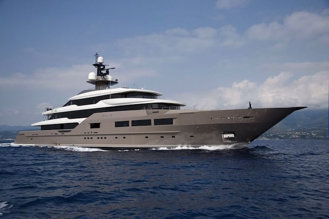 Solo superyacht
