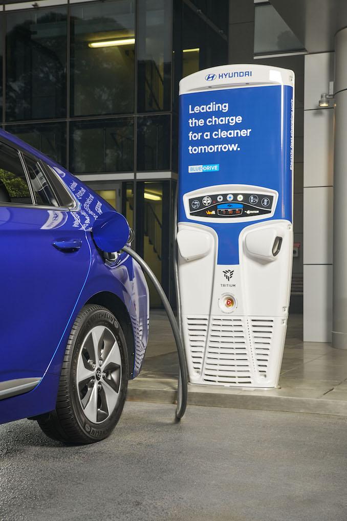 2019 IONIQ Electric Premium - 04
