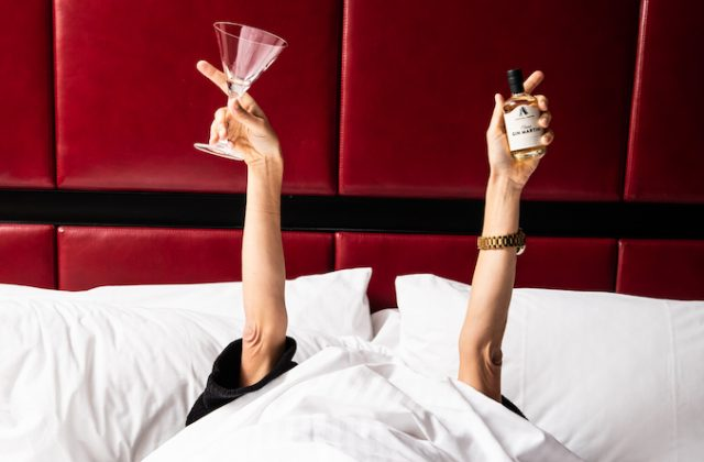 Cocktail bed
